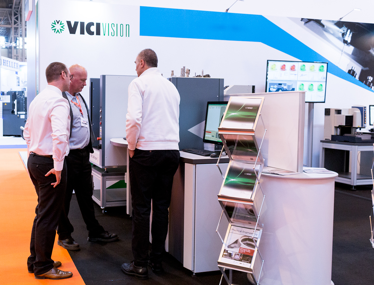vici-stand2-lr